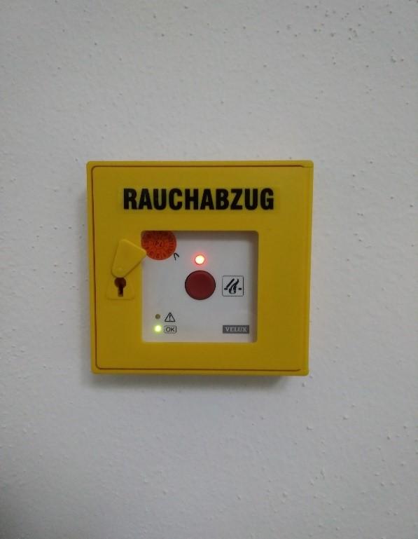 Rauchabzug als Bild auf Homepage von GSS Safety Solutions - Gerd Gruber - Brandschutzbeauftragter aus Abenberg. Aktiv im Großraum Nürnberg / Fürth, Schwabach, Roth, Windsbach, Ansbach, Landkreis Roth